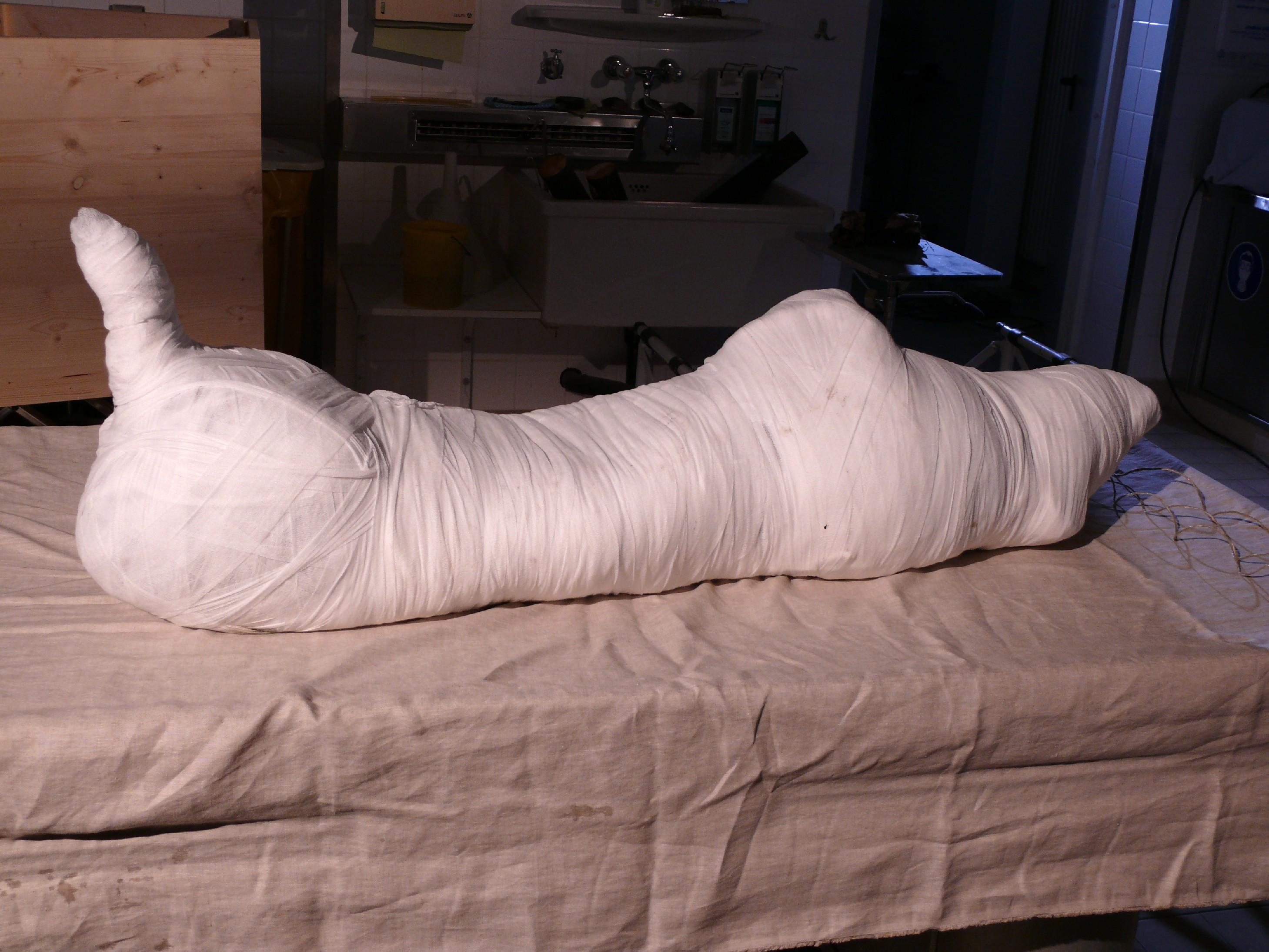 D - Mumie nach Einwickelung