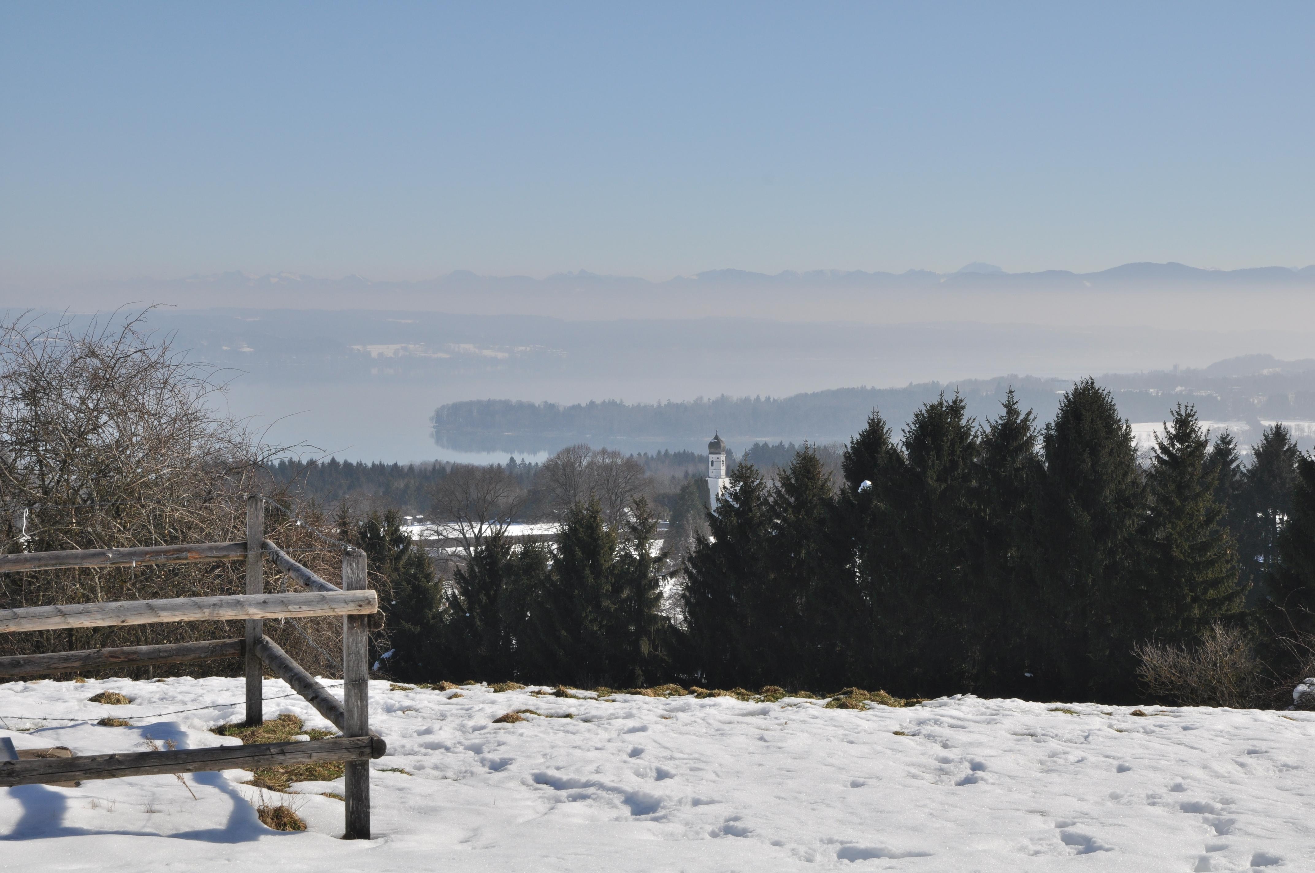 Blick_von_der_Ilkahöhe_auf_den_Starnberger-See